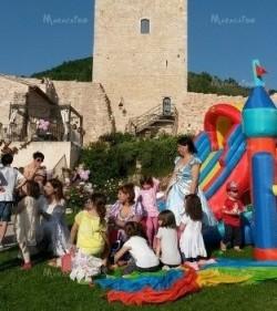 Noleggio gonfiabili Macerata Feste di paese sagre eventi animazione bambini Ancona Macerata Ascoli Pesaro Civitanova Jesi Fano Tolentino