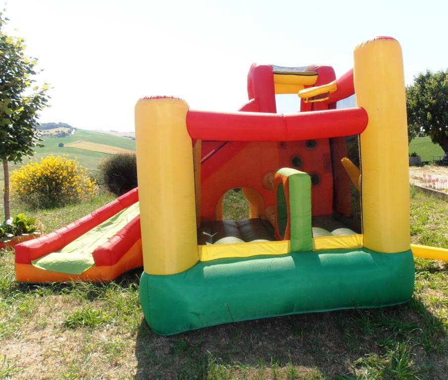 Noleggio gonfiabile per bambini Umbria Perugia Castello